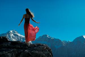 woman-mountains